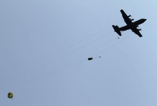 máy bay Hàn Quốc để rơi vũ khí