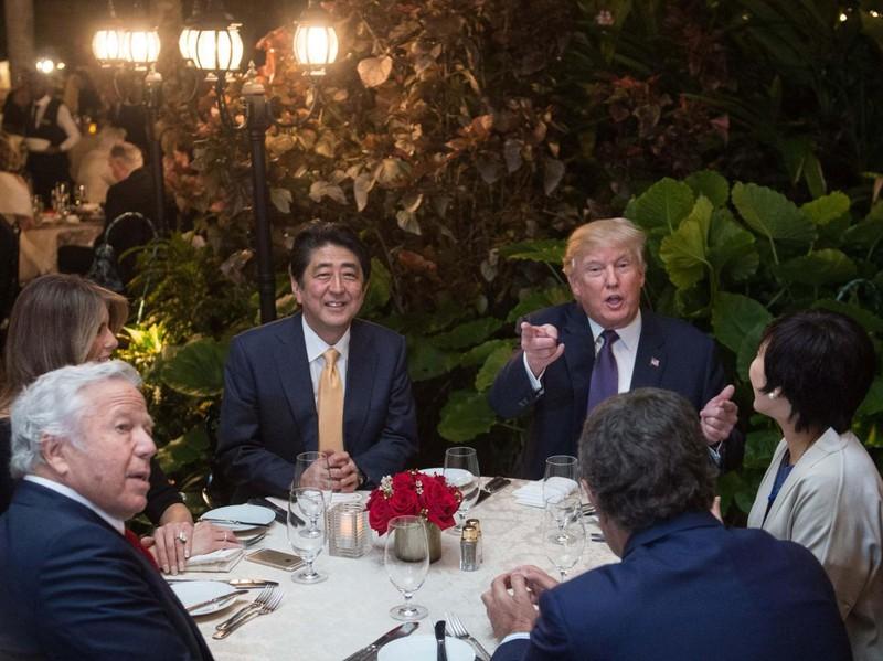 Trump 'tiêu' 1 tháng hơn Obama 'tiêu' cả năm - ảnh 1
