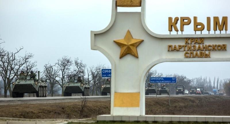 Kiev tăng quân dọc biên giới Crimea - ảnh 1