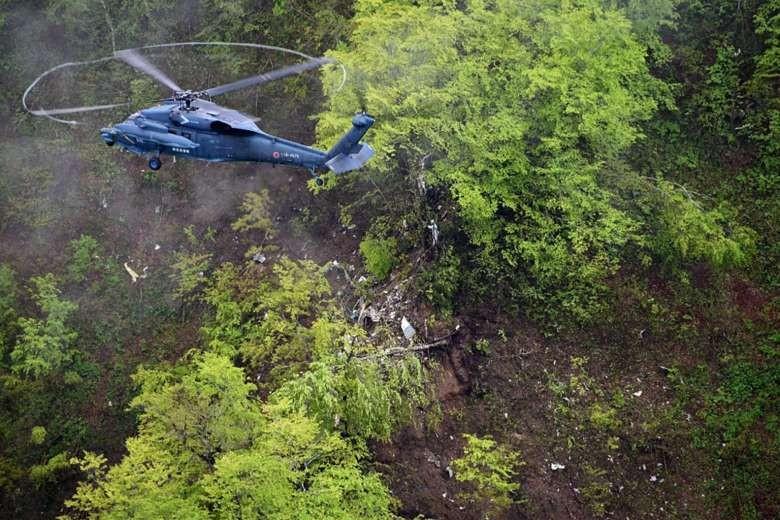 Rơi máy bay trinh sát Nhật, 4 người thiệt mạng - ảnh 1