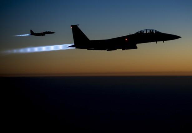 Liên quân Mỹ không kích đoàn xe chính phủ Syria - ảnh 1
