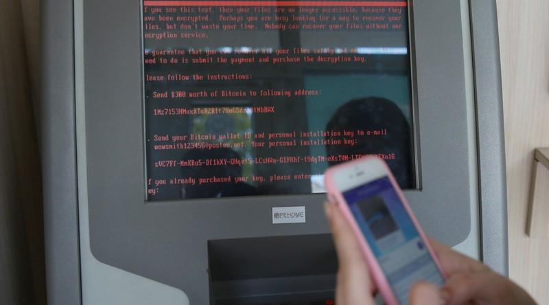 Hàng loạt sân bay, ngân hàng Ukraine bị tấn công mạng - ảnh 1