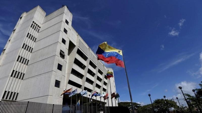 Trực thăng ném lựu đạn vào tòa án tối cao Venezuela - ảnh 1