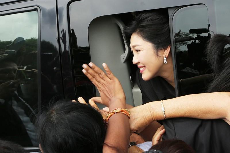 Anh em bà Yingluck bắt tay tấn công chính phủ Thái Lan? - ảnh 1