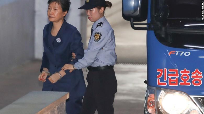Bà Park Geun-hye: 6 tháng tù 'kinh khủng và đau khổ' - ảnh 1