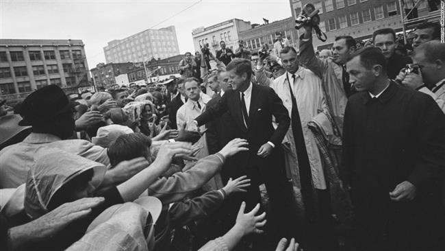 Ông Trump cho công bố hồ sơ mật vụ ám sát TT Kennedy - ảnh 1