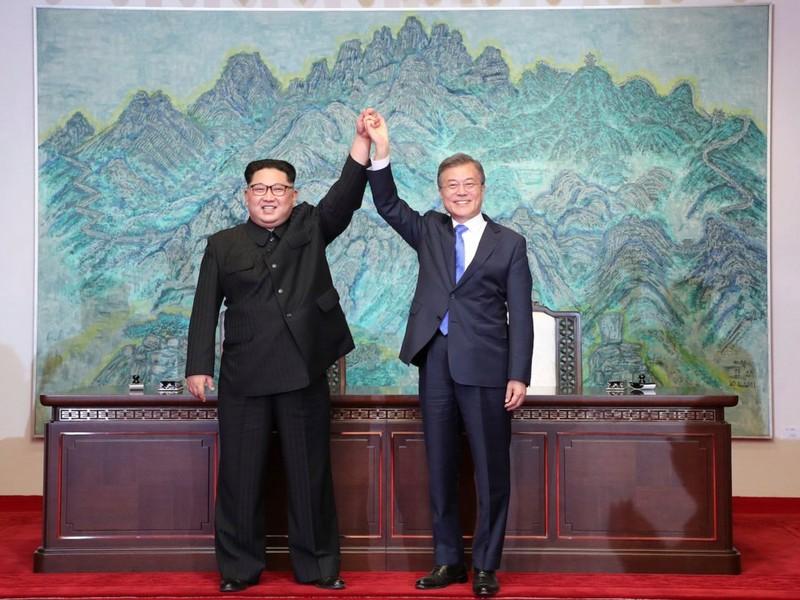Bí mật trong đôi giày ông Kim Jong-un mang khi gặp ông Moon - ảnh 2