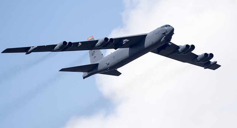 Mỹ điều 2 oanh tạc cơ B-52 bay gần Trường Sa - ảnh 1