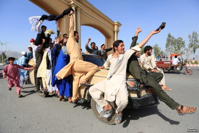 Sốc: Taliban bắt tay, ôm lực lượng Afghanistan, IS 'phá đám' - ảnh 4