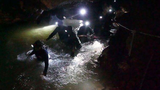 Những dấu vết giúp đội cứu hộ tìm thấy đội bóng nhí Thái Lan - ảnh 7