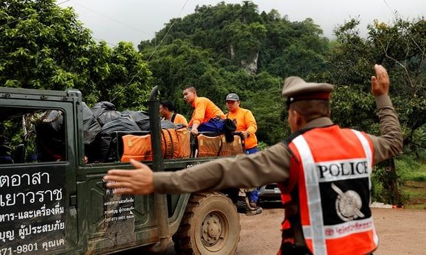 Thái Lan bắt đầu đưa đội bóng mắc kẹt rời hang - ảnh 7