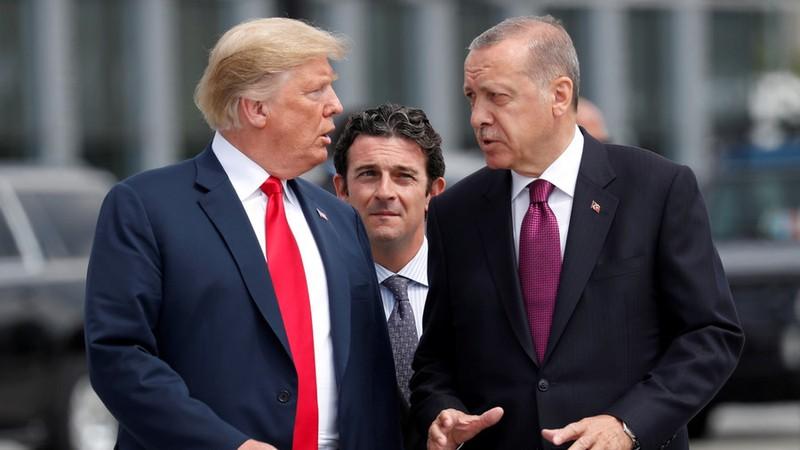 Mỹ trừng phạt 2 bộ trưởng Thổ Nhĩ Kỳ vì vụ bắt giam mục sư - ảnh 1