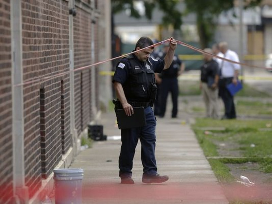 Trong 14 giờ ở Chicago: 44 phát đạn, 5 người thiệt mạng - ảnh 1