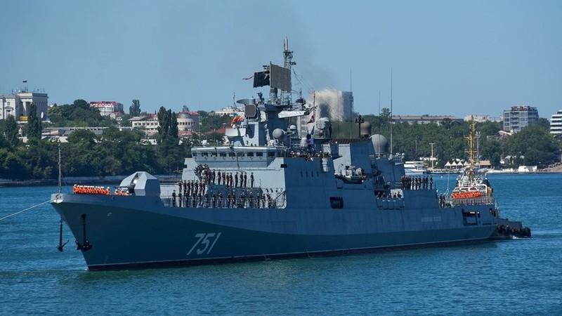 Tàu chiến Nga theo dõi tàu ngầm Mỹ lấy thông số kỹ thuật - ảnh 1