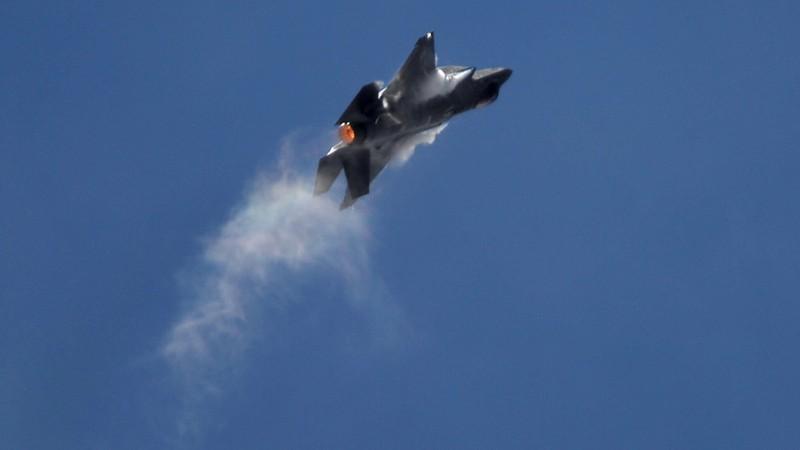 Siêu tiêm kích F-35 Mỹ gãy càng, cắm mũi xuống đường băng - ảnh 2