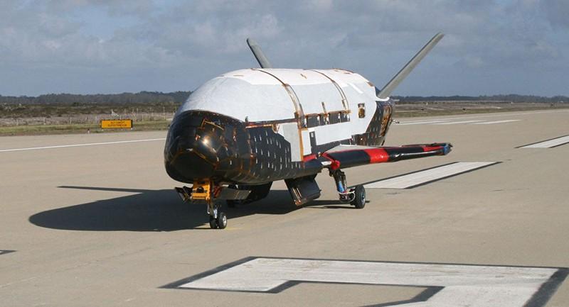 Máy bay tuyệt mật của Mỹ bất ngờ xuất hiện ở Hà Lan - ảnh 1