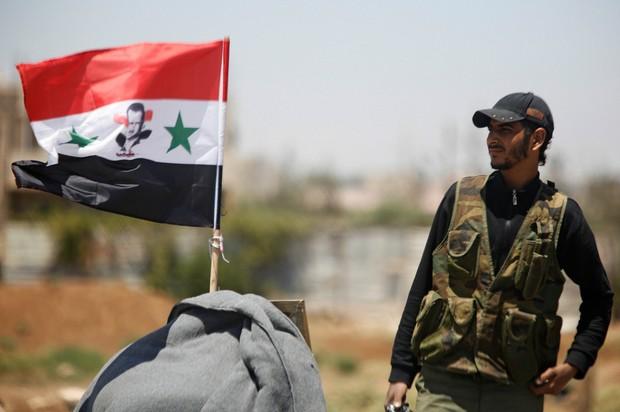 Quân đội Syria khoe vũ khí độc, lạ cho trận quyết chiến Idlib - ảnh 4