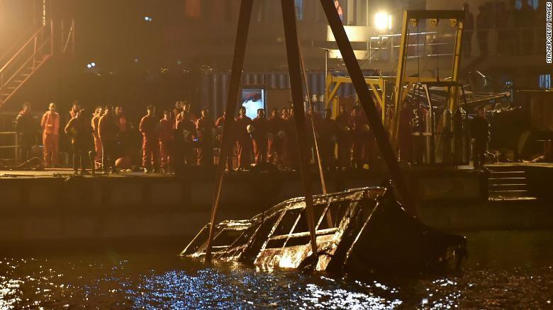 Nữ hành khách xô xát với tài xế và cái kết 13 người thiệt mạng - ảnh 1
