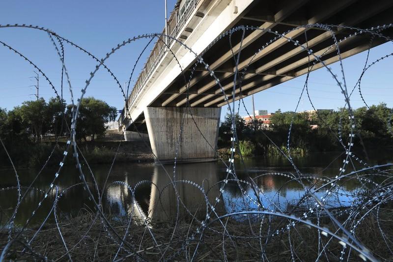 Mỹ tuyên bố mạnh tay với dòng người di cư từ Mexico - ảnh 1