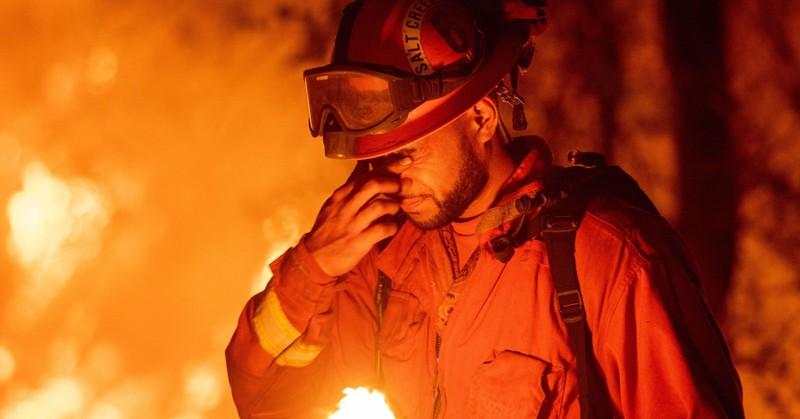California trả cho tù nhân tham gia chữa cháy rừng 1 USD/giờ - ảnh 1