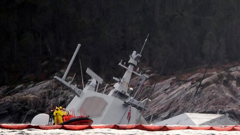 Na Uy bất lực nhìn tàu chiến chìm dần sau va chạm tàu chở dầu - ảnh 3