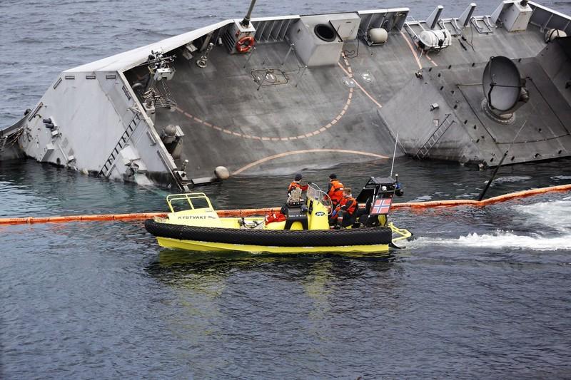 Na Uy bất lực nhìn tàu chiến chìm dần sau va chạm tàu chở dầu - ảnh 2