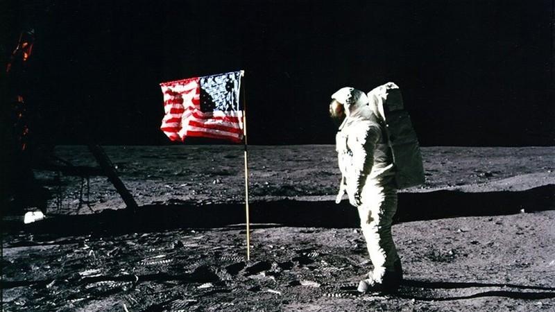Nga sẽ kiểm tra người Mỹ có thật sự đặt chân lên mặt trăng? - ảnh 1