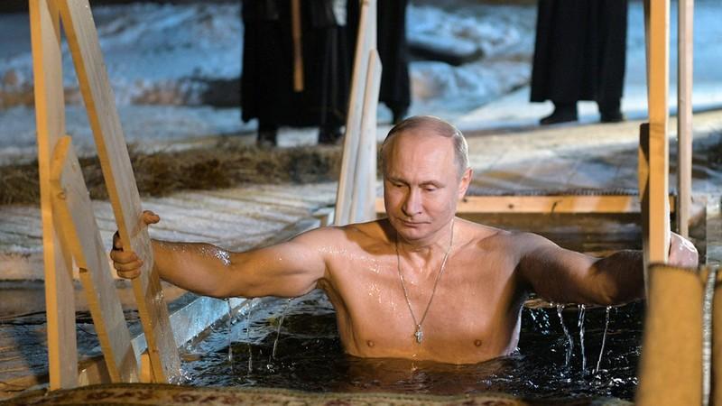 Bộ lịch in hình Tổng thống Putin 'cháy hàng' tại Nhật - ảnh 2