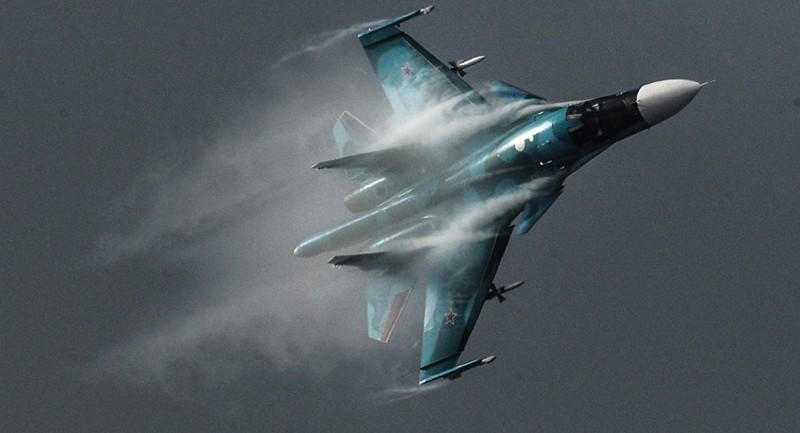 2 tiêm kích bom Su-34 Nga đâm nhau trên không - ảnh 1