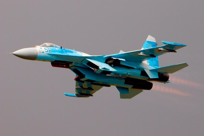 Su-27 Nga chặn oanh tạc cơ B-52 Mỹ tiếp cận biên giới - ảnh 1