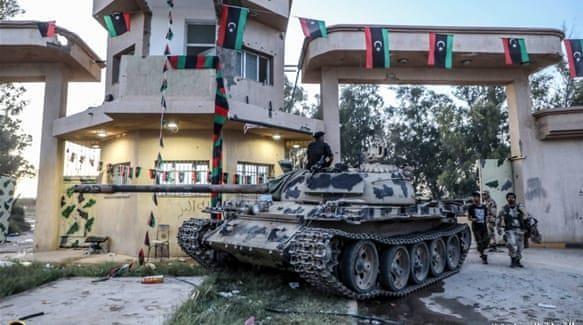Libya: Phe tướng Haftar chỉ còn cách Tripoli 11km - ảnh 2