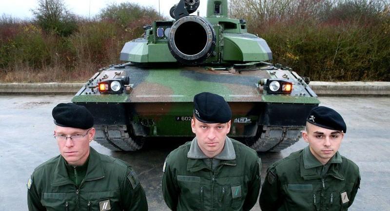 Hết Anh đến Pháp điều binh sĩ, xe tăng áp sát biên giới Nga - ảnh 1