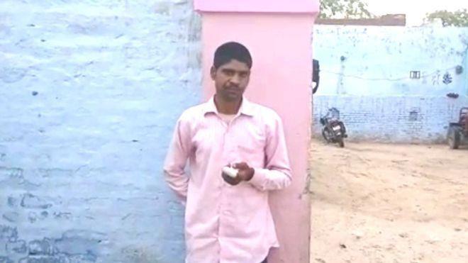 Nam thanh niên Ấn Độ tự chặt ngón tay vì bỏ phiếu nhầm - ảnh 1