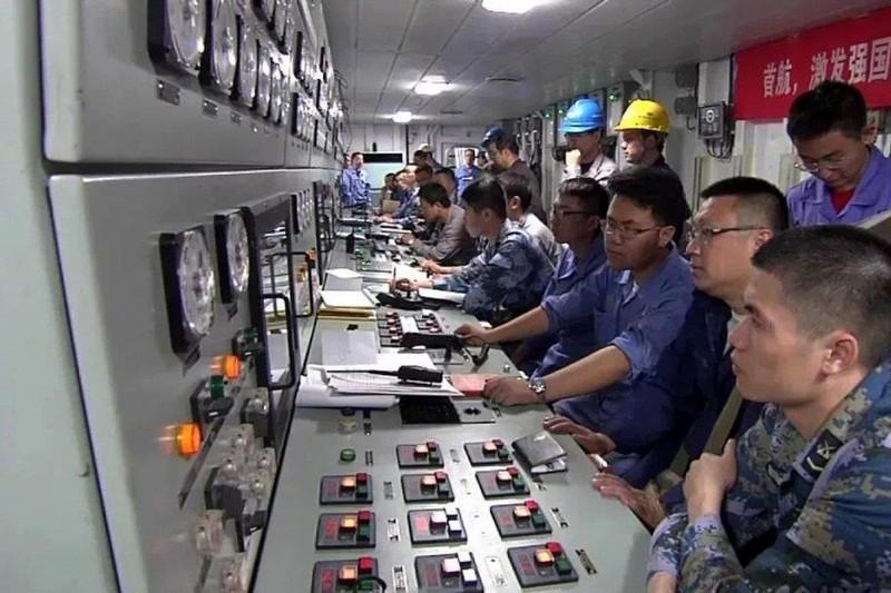 Trung Quốc hé lộ dàn vũ khí trên tàu sân bay nội địa đầu tiên - ảnh 1
