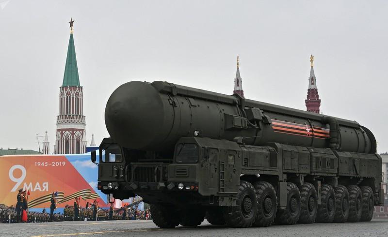 Xe tăng Mỹ bị đánh chìm 70 năm trở lại trong lễ duyệt binh Nga - ảnh 4
