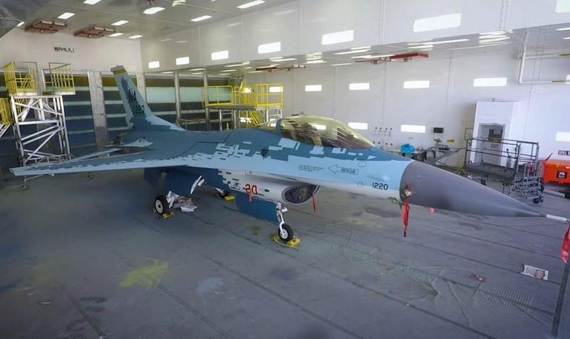 Tiêm kích F-16 của Mỹ sơn màu giống Su-57 của Nga - ảnh 1