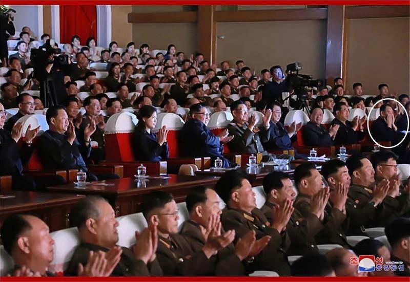 Quan chức Triều Tiên bất ngờ xuất hiện giữa tin đồn bị 'xử' - ảnh 2