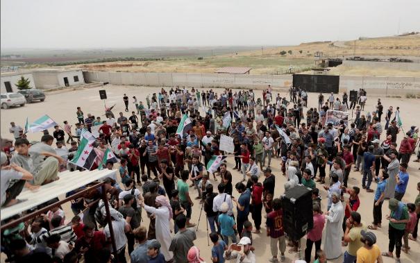 Ông Trump yêu cầu Nga, Syria, Iran ngừng ném bom Idlib - ảnh 2