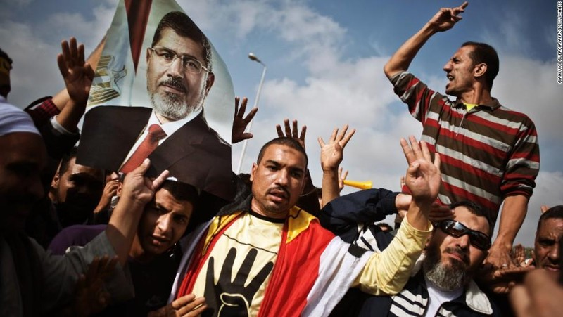 Cựu Tổng thống Ai Cập đột tử giữa phiên tòa - ảnh 1