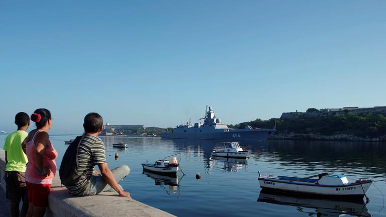 Tàu chiến mang tên lửa Nga cập cảng Cuba, tàu Mỹ theo dõi sát - ảnh 1