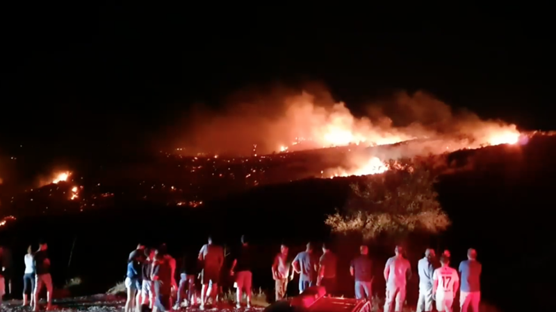 Vật thể bí ẩn đâm xuống đảo Cyprus lúc Israel không kích Syria - ảnh 1