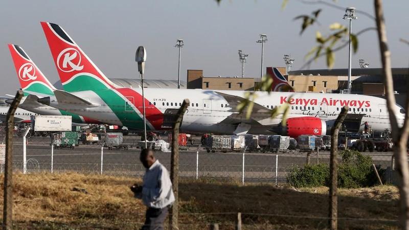 Hành khách rơi khỏi máy bay xuống một nhà dân tử vong ở Anh - ảnh 1
