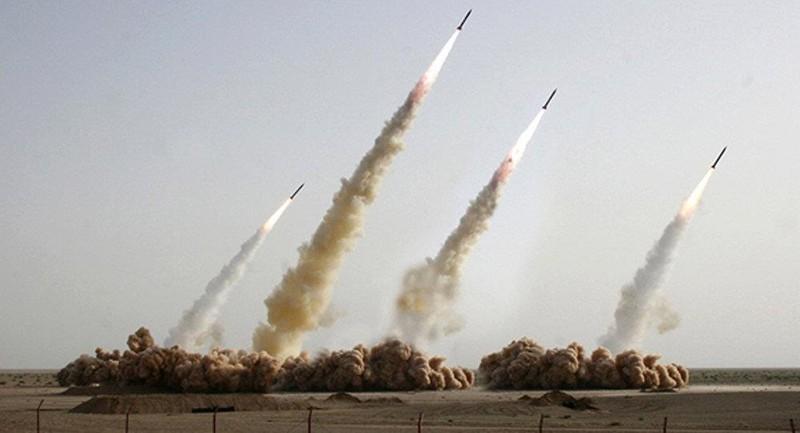 Iran dọa xóa sổ các tàu sân bay Mỹ ở vùng Vịnh - ảnh 1