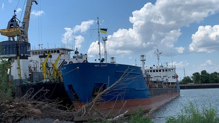 Ukraine trả đũa bắt tàu dầu Nga, Nga nói hành động cướp biển - ảnh 1