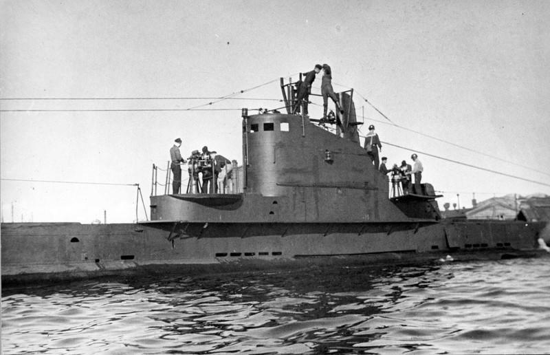 Ông Putin lặn xuống đáy biển thăm xác tàu ngầm Thế chiến 2 - ảnh 1