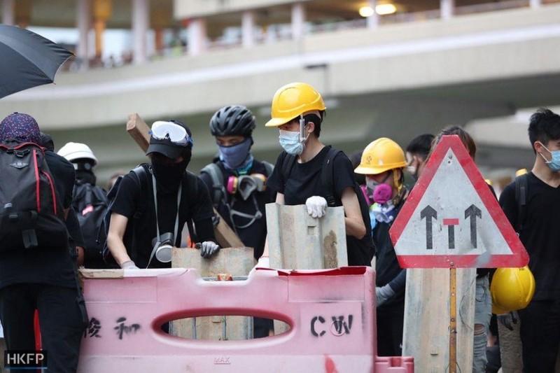 Trung Quốc điều hàng chục xe thiết giáp 'sát nách' Hong Kong - ảnh 2