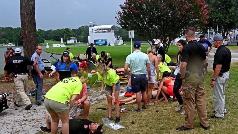 Sét đánh trên sân golf tại giải PGA Tour, 6 người nhập viện - ảnh 1