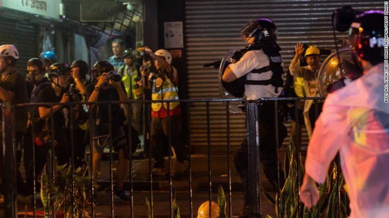 Trung Quốc đưa nhóm binh sĩ mới vào Hong Kong lúc rạng sáng - ảnh 2