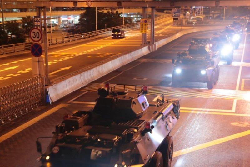 Trung Quốc đưa nhóm binh sĩ mới vào Hong Kong lúc rạng sáng - ảnh 1