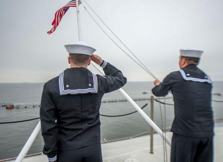 Bốn thủy thủ Mỹ trên tàu sân bay tự tử - ảnh 1